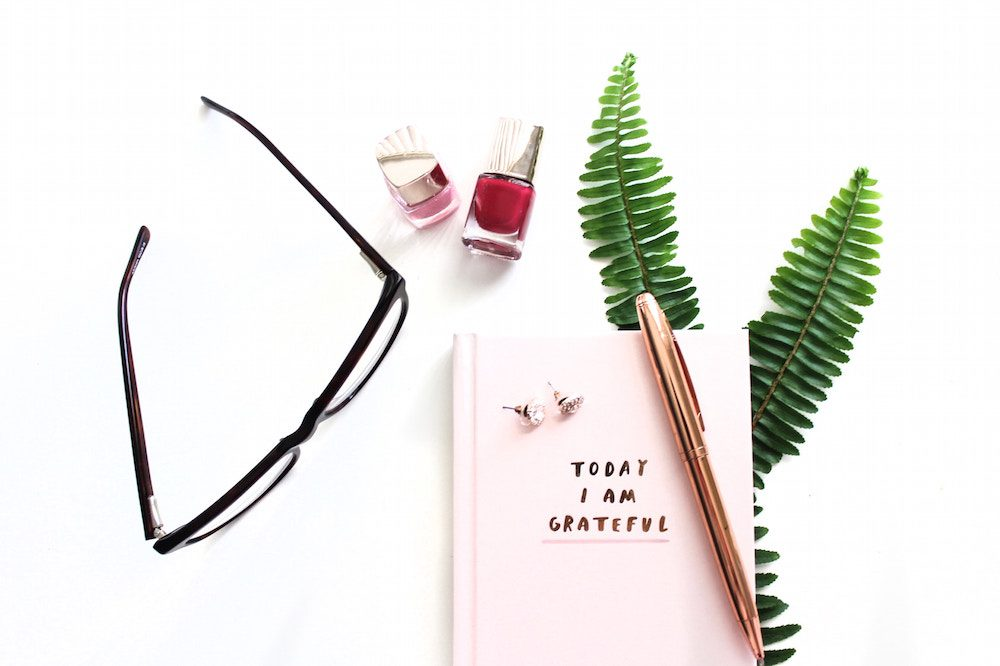 Feeling drained and burnt out? Here's a complete guide to avoiding burnt out - which I often feel from balancing work & a side hustle! Int his post we tackle how to handle and prioritize your to do list and lack of motivation!